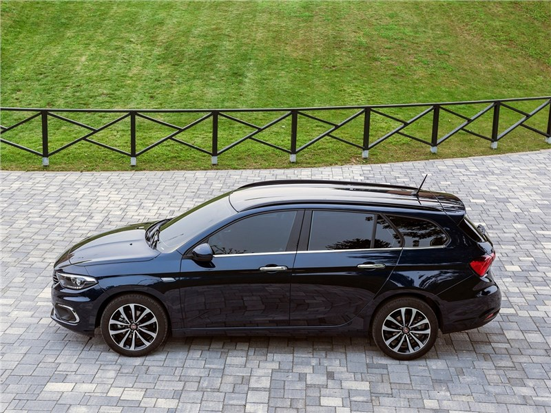 Fiat Tipo Station Wagon 2017 вид сбоку