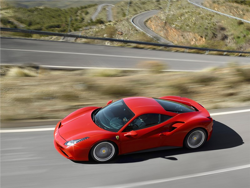 Ferrari 488 GTB 2016 на дороге