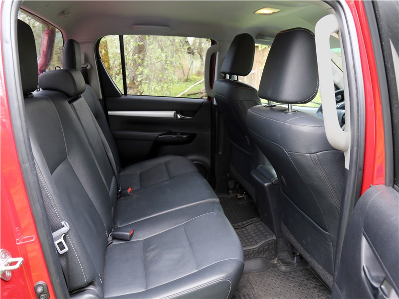 Toyota HiLux 2016 диван второго ряда