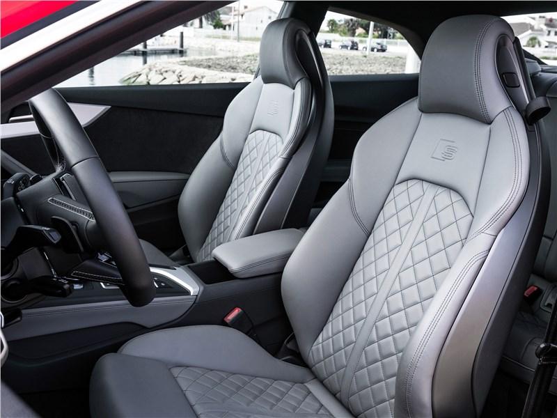 Audi S5 2017 передние кресла