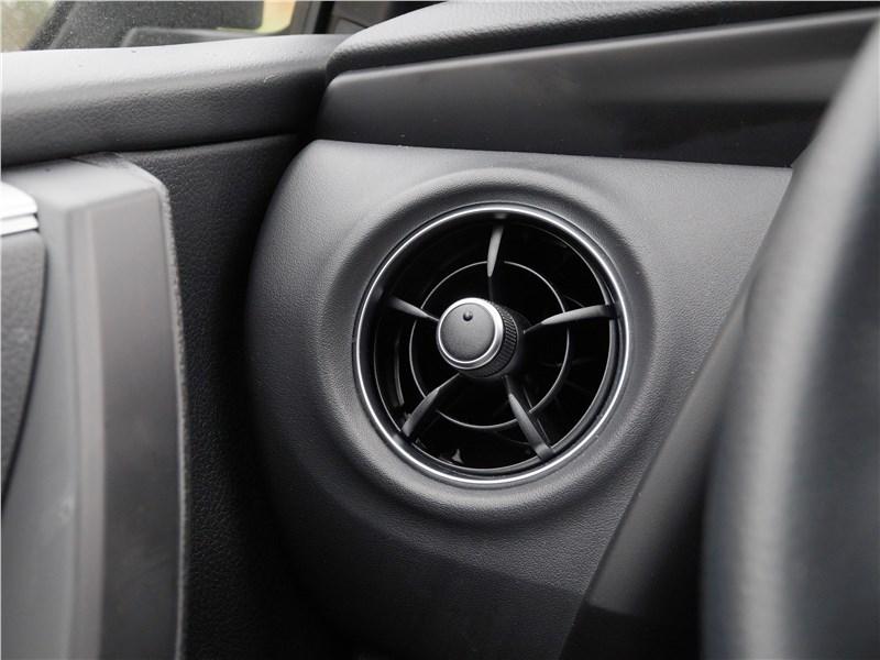 Toyota Corolla 2017 боковые дефлекторы
