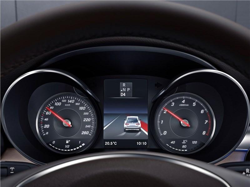 Mercedes-Benz GLC Coupe 2017 приборная панель