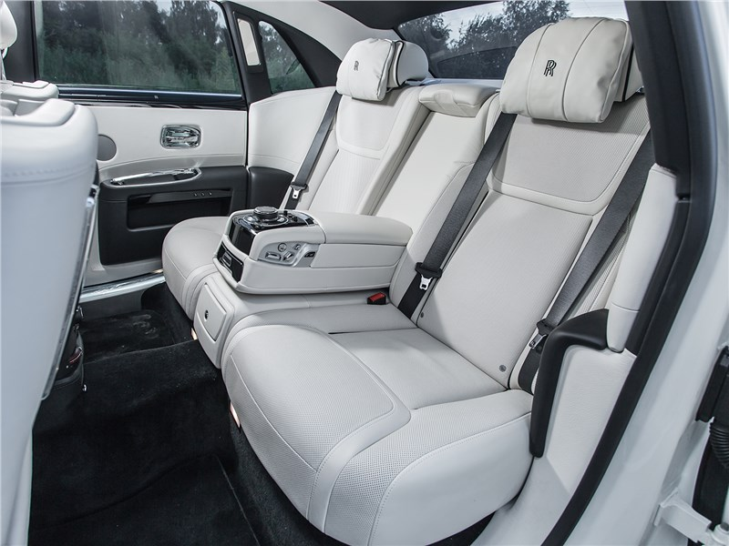 Rolls-Royce Ghost 2015 задний диван