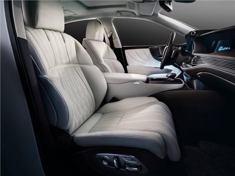 Lexus LS500 2017 передние кресла