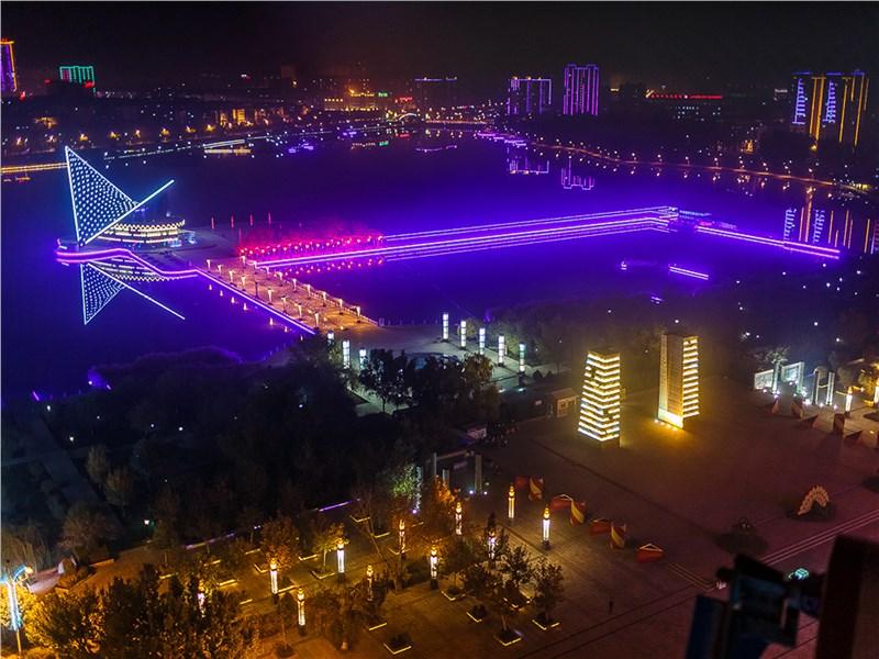 С наступлением ночи китайские города светятся всеми цветами радуги