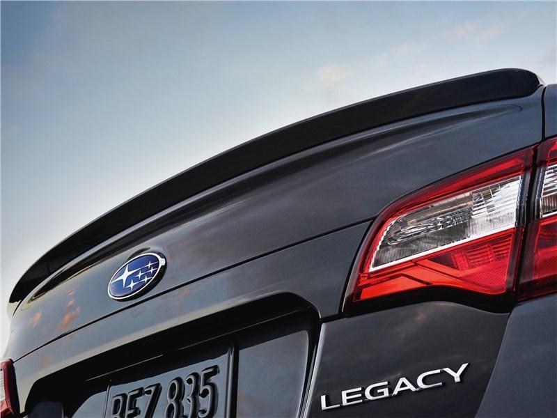 Subaru Legacy 2018 задний спойлер
