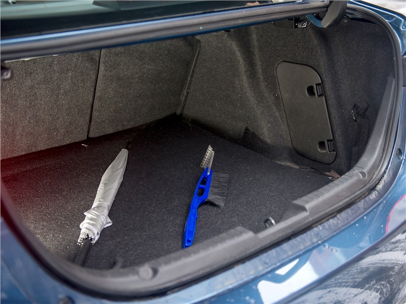 Mazda 3 sedan 2017 багажное отделение