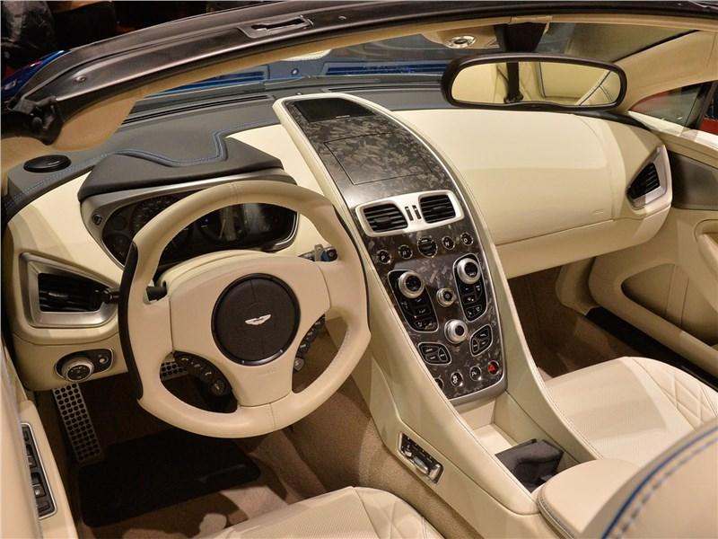 Aston Martin Vanquish S Volante 2017 салон