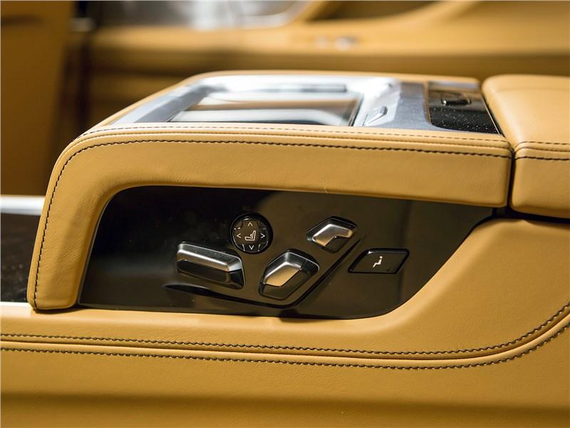 BMW 740Ld xDrive 2016 блок в центральном заднем подлокотнике