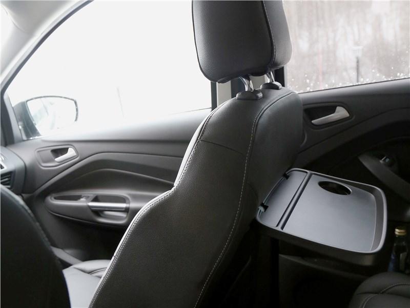 Ford Kuga 2017 откидной столик