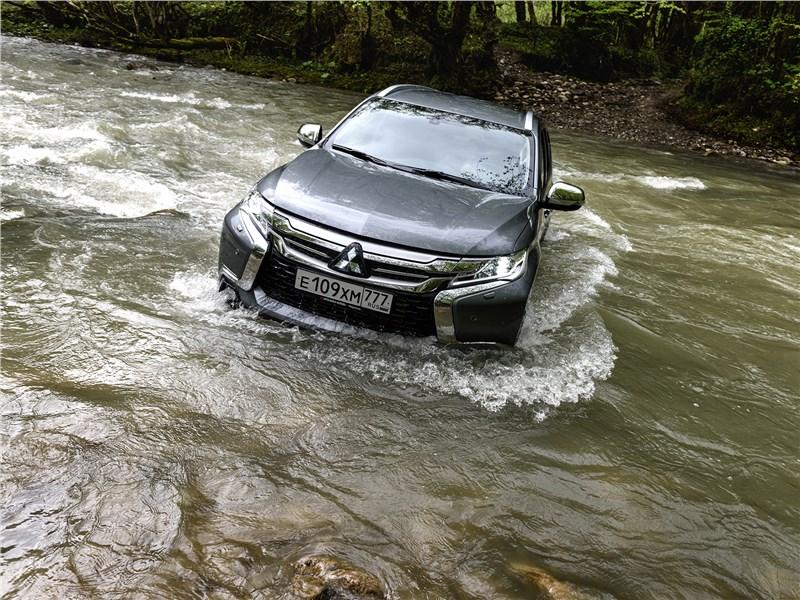 Mitsubishi Pajero Sport 2017 преодоление реки