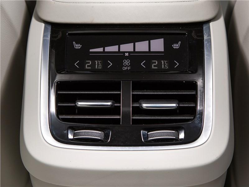 Volvo S90 2016 климат для второго ряда