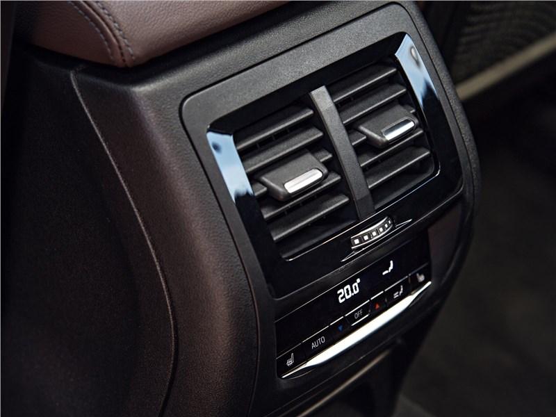 BMW X3 2018 климат для второго ряда