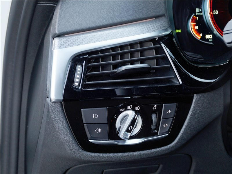 BMW 520d 2017 управление головным светом