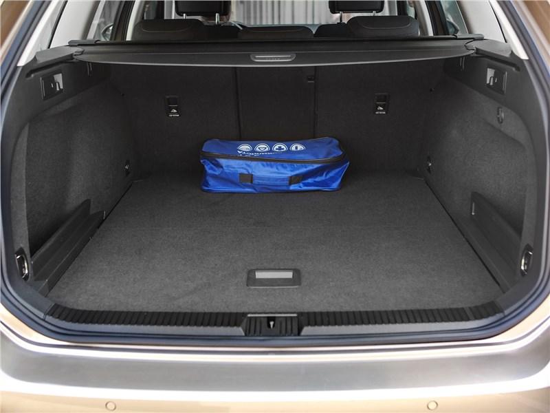 Volkswagen Passat Variant 2015 багажное отделение