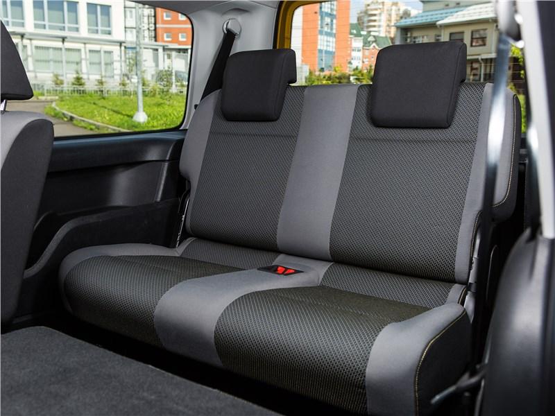Volkswagen Caddy Family Maxi 2016 третий ряд