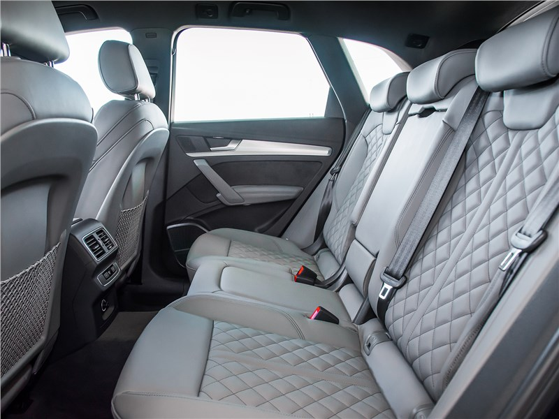 Audi SQ5 3.0 TFSI 2018 задний диван