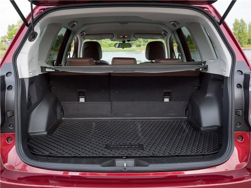 Subaru Forester 2016 багажное отделение
