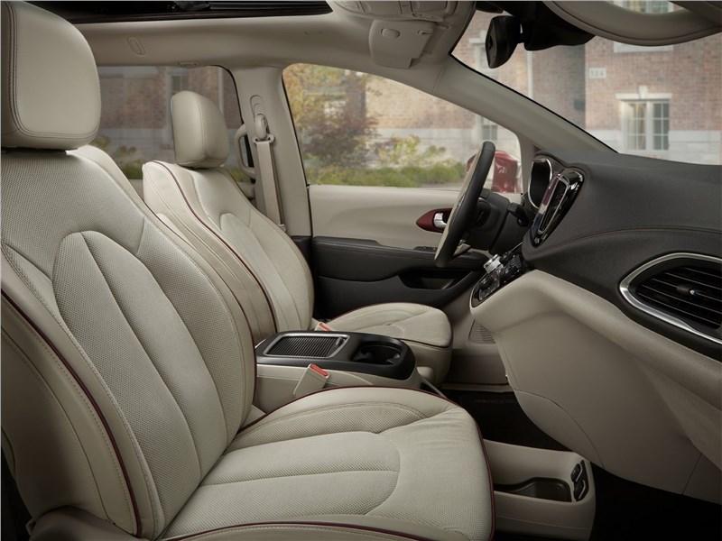 Chrysler Pacifica 2017 передние кресла