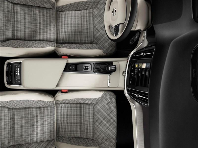 Volvo V60 2019 передние кресла