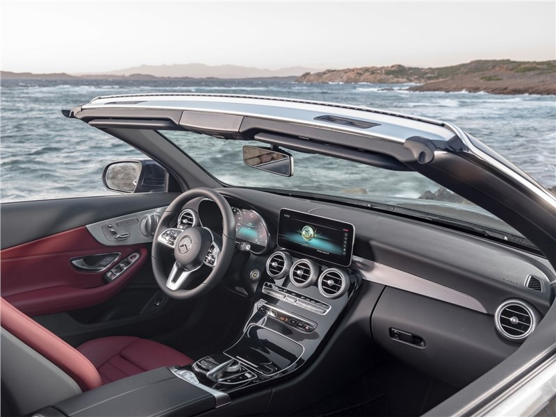 Mercedes-Benz C-Class Cabriolet 2019 салон
