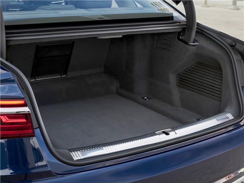 Audi A8 2018 багажное отделение