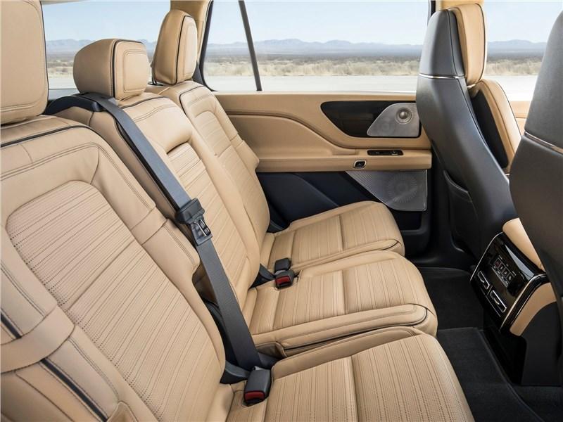 Lincoln Aviator Concept 2018 диван второго ряда