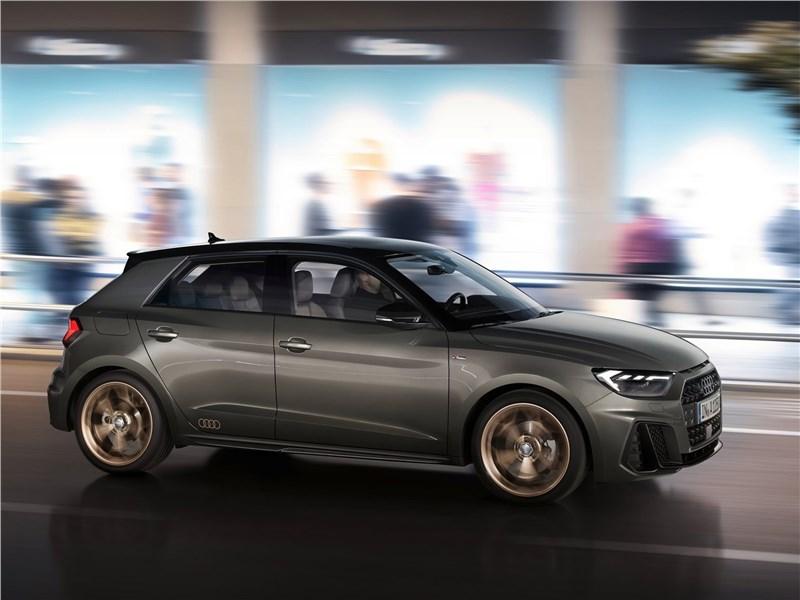 Audi A1 Sportback 2019 вид сбоку