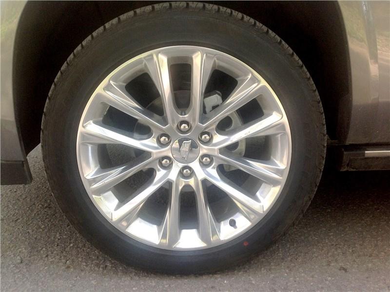 Cadillac Escalade 2015 колесо