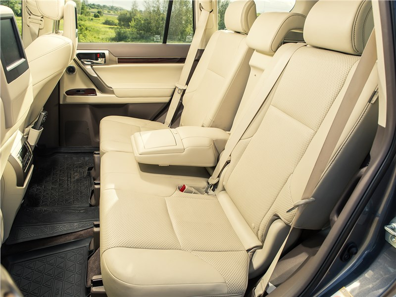 Lexus GX 460 2014 второй ряд