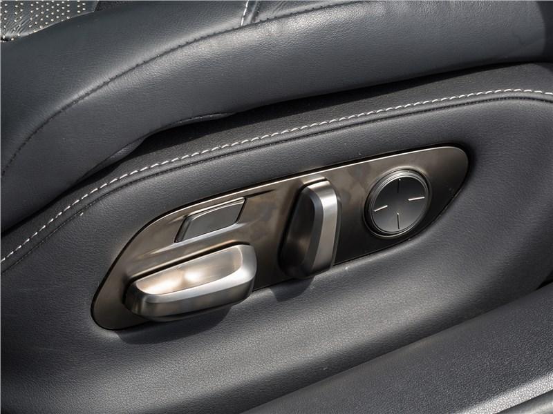 Lexus LS 500 F Sport 2018 передние кресла