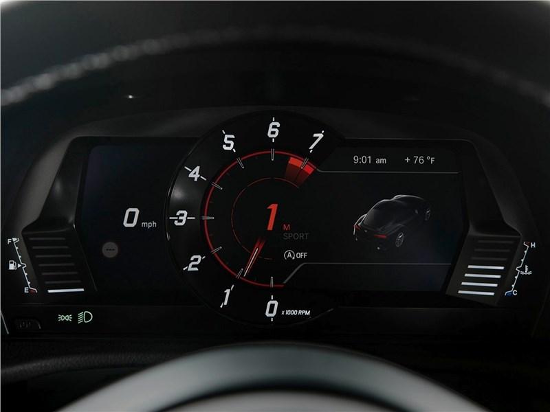 Toyota Supra 2020 приборная панель