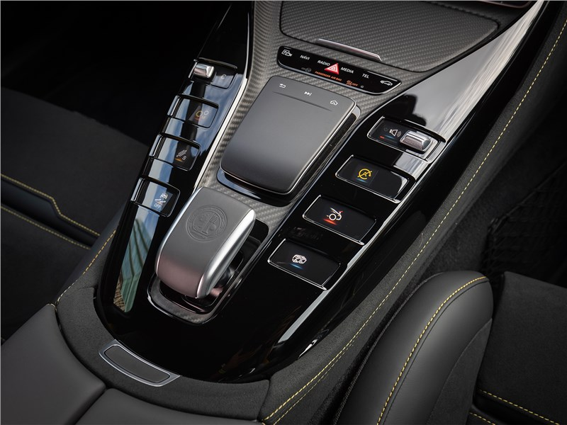 Mercedes-AMG GT 4-Door Coupe 2019 центральный тоннель
