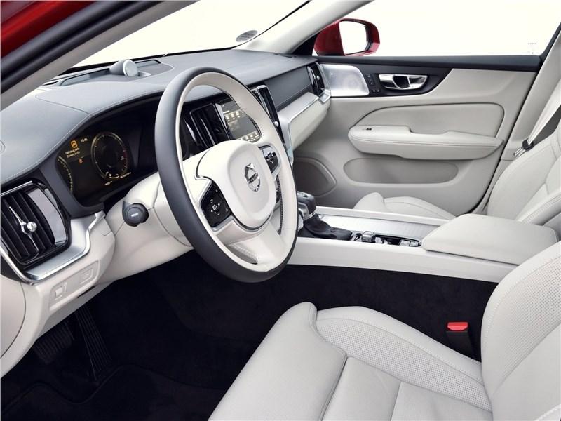 Volvo V60 Cross Country 2019 передние кресла