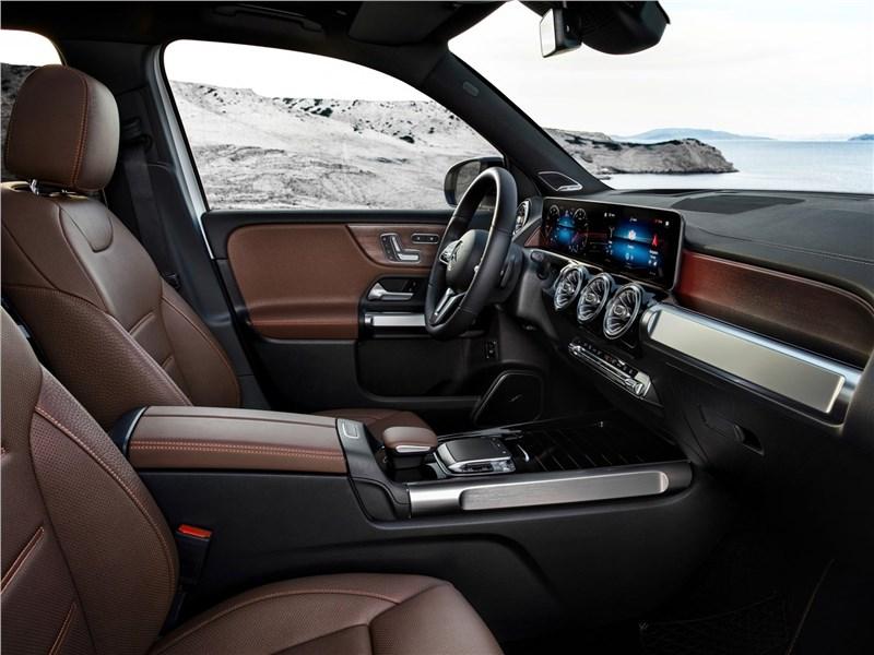 Mercedes-Benz GLB 2020 передние кресла