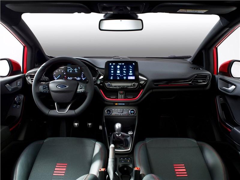 Ford Fiesta 2017 салон