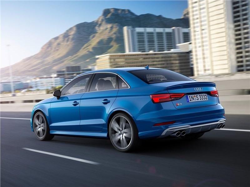 Audi S3 sedan 2017 вид сбоку сзади