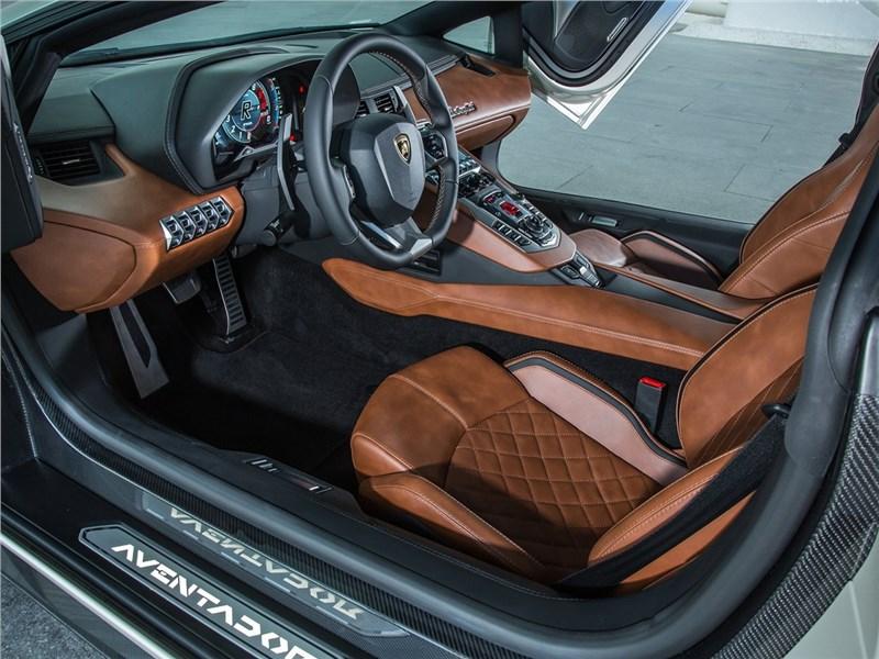 Lamborghini Aventador S 2017 кресла