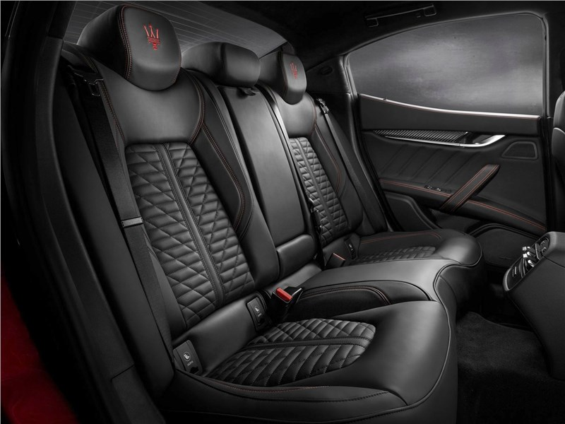 Maserati Ghibli 2019 задний диван