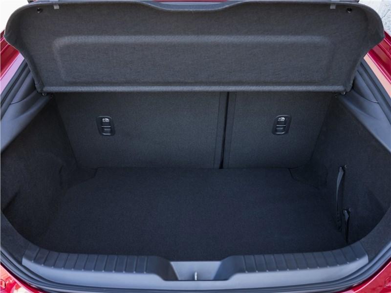 Mazda 3 2019 багажное отделение