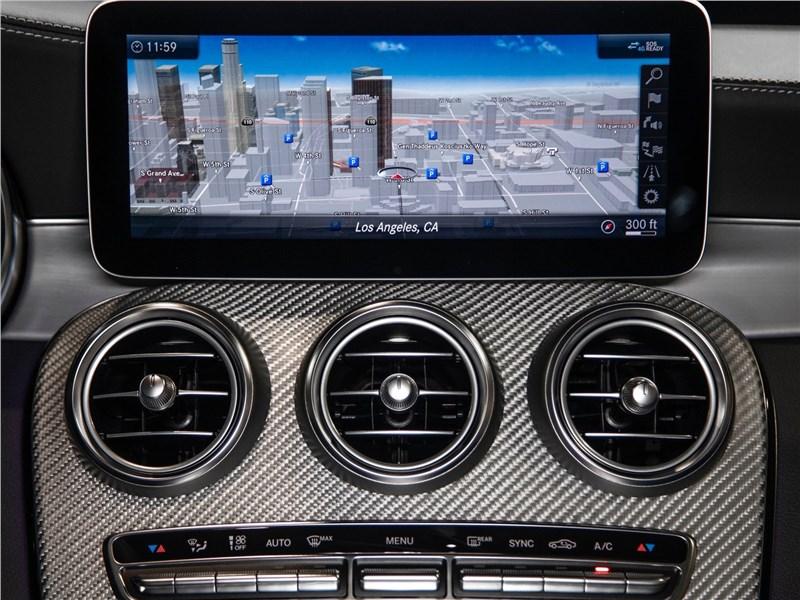 Mercedes-Benz C63 S AMG Sedan 2019 дисплей