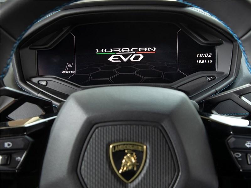Lamborghini Huracan Evo 2019 приборная панель