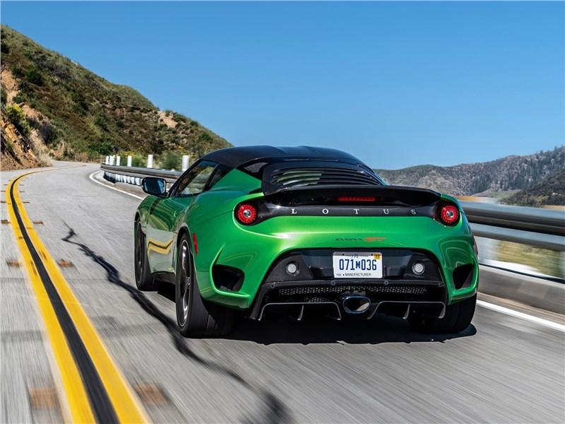 Lotus Evora GT 2020 вид сзади