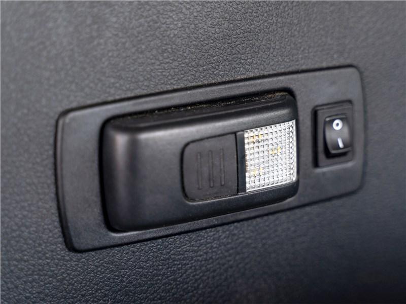 Volkswagen Caddy Beach 2016 бортовой фонарик