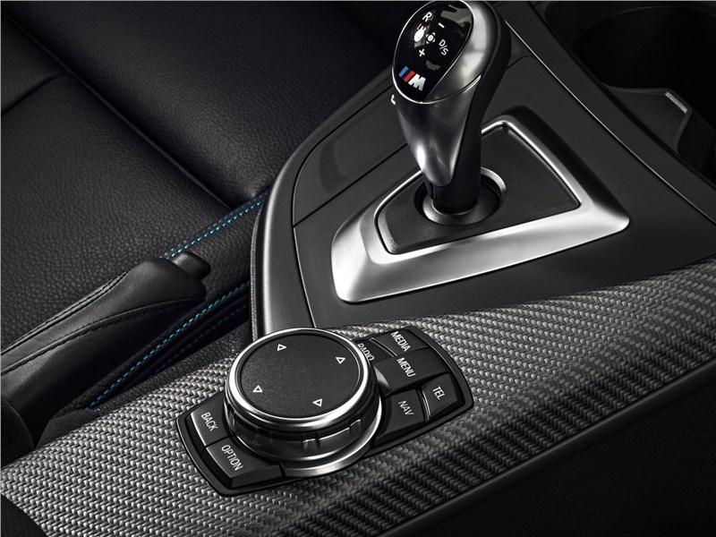 BMW M2 Coupe 2016 управление трансмиссией
