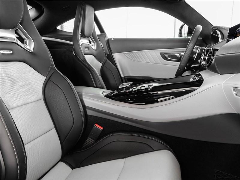 Mercedes-Benz AMG GT 2020 кресла