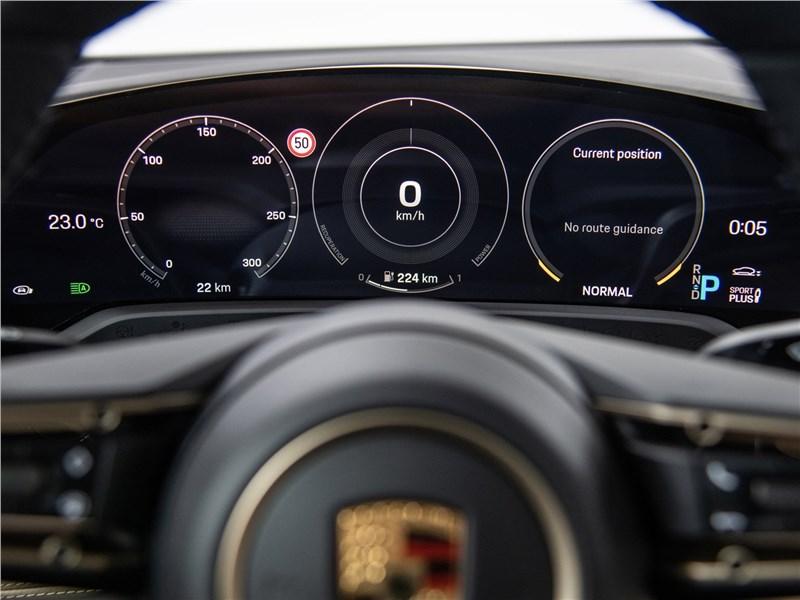 Porsche Taycan 2020 приборная панель
