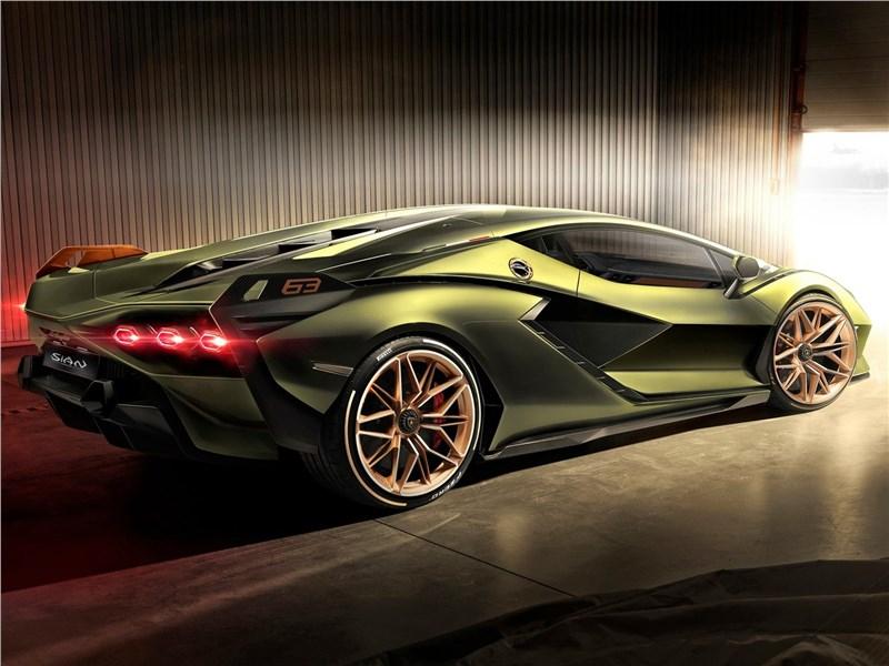 Lamborghini Sian 2020 вид сзади сбоку