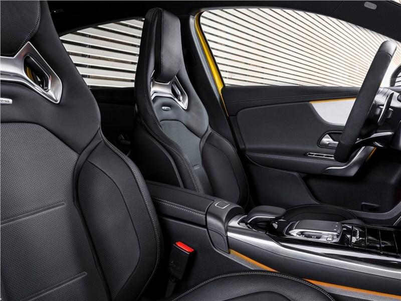 Mercedes-Benz A35 AMG 4Matic 2019 передние кресла