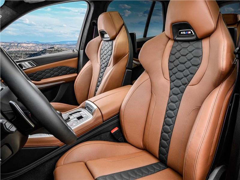 BMW X5 M 2020 передние кресла
